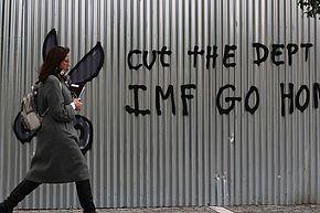 """""""Erlasst die Schulden"""", Parole in Athen. (Foto: Dominique Vicente)"""
